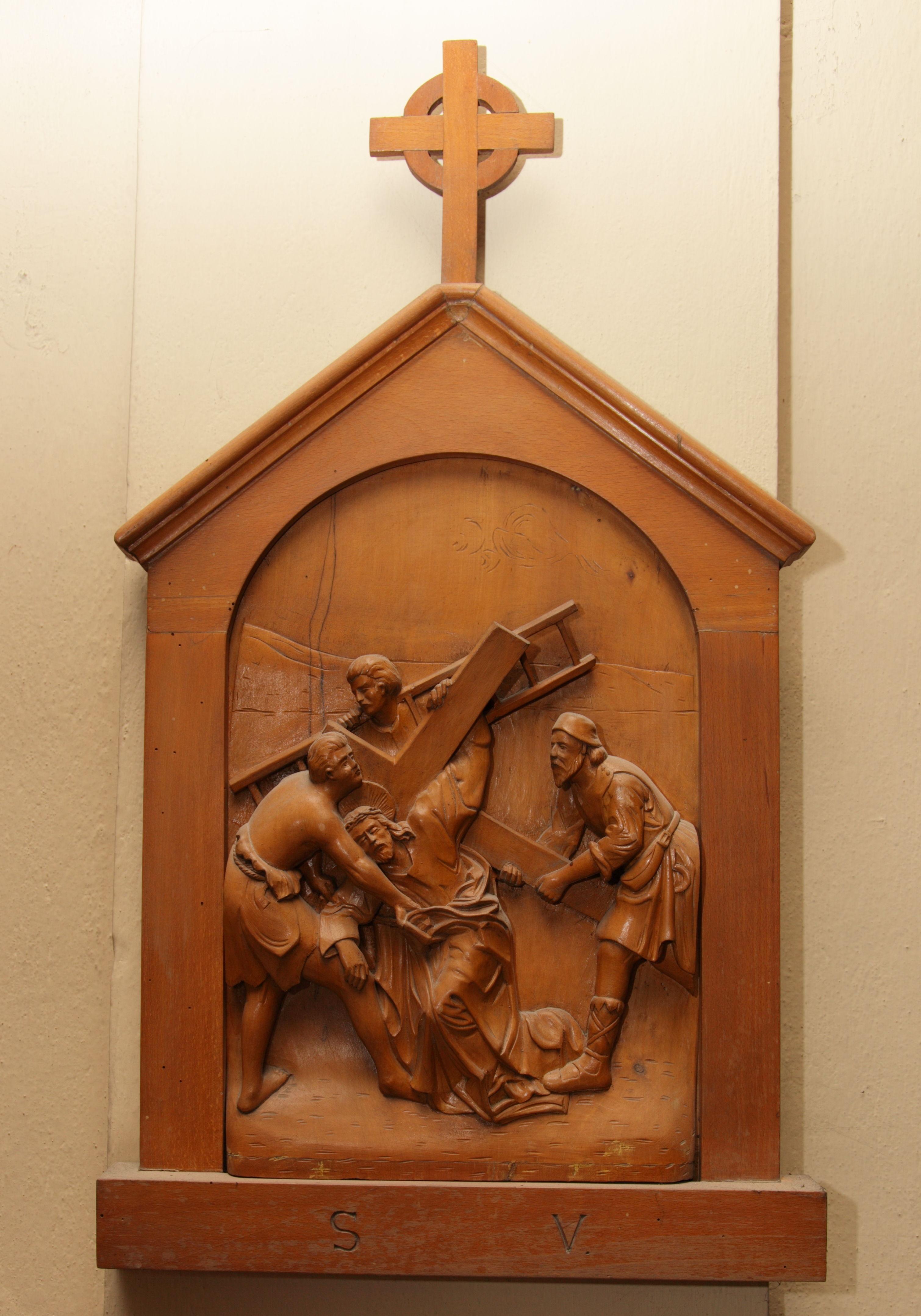 V^ Stazione: Gesù è aiutato da Simone di Cirene a portare la croce